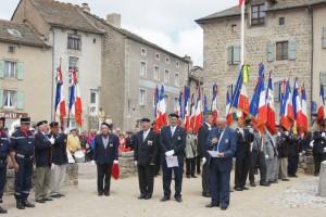 M. BORDES, président départemental, prononçant l'appel des Morts